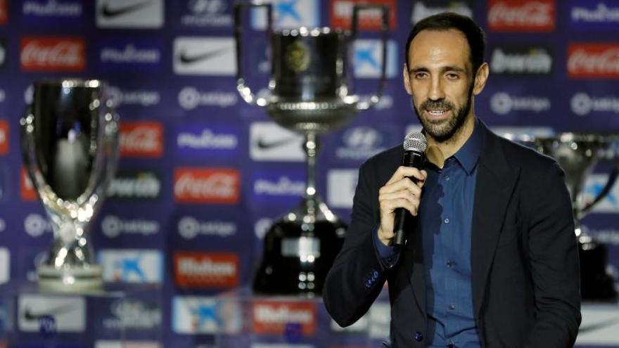 Juanfran se despide del Atlético tras ocho años y medio