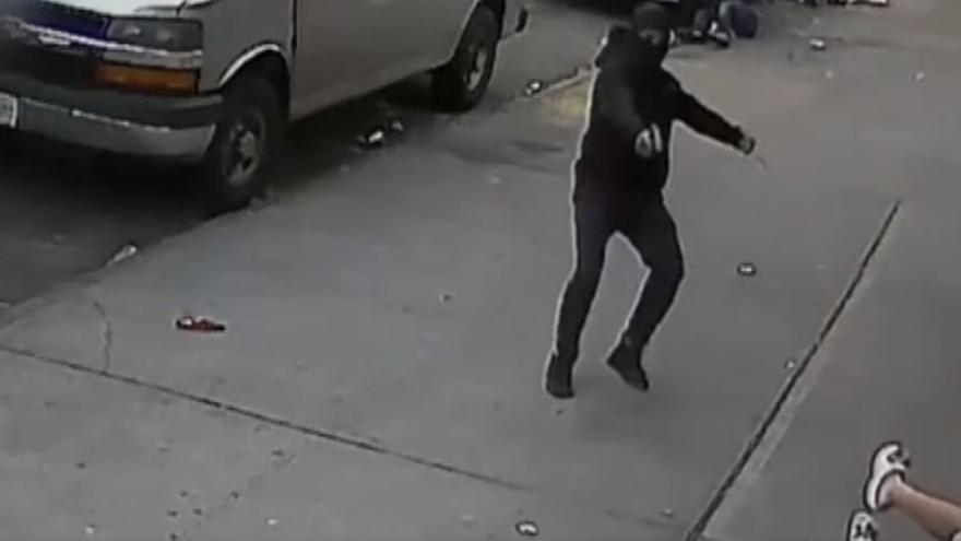 Dos menores salen ilesos tras ser usados como 'escudo' durante un tiroteo en el Bronx