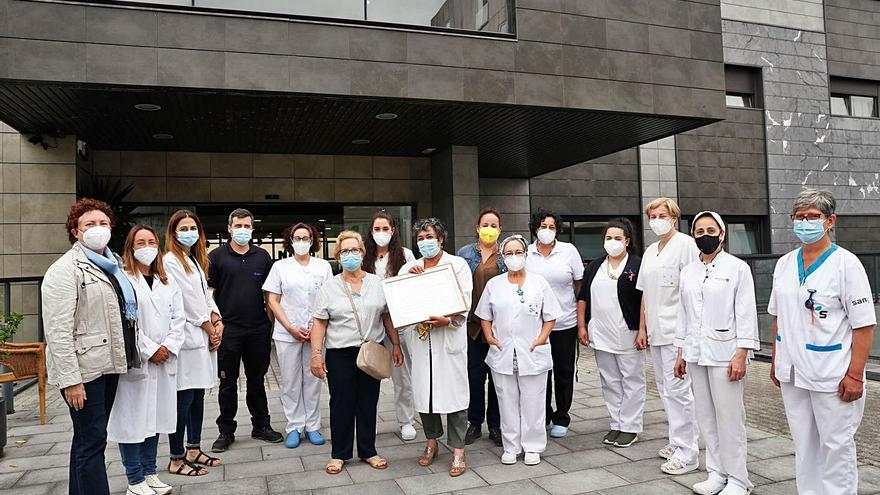 Los cuidadores de la residencia geriátrica del Nodo reciben el homenaje de las familias
