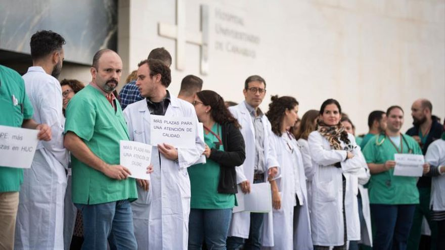 Los médicos interinos residentes de Canarias convocan preaviso de huelga