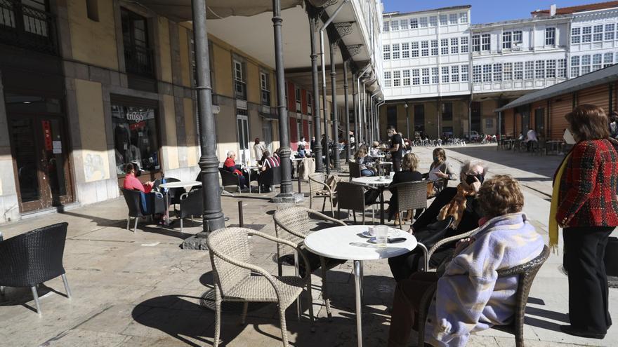 Los hosteleros de Avilés deben pedir ahora una nueva licencia de terrazas
