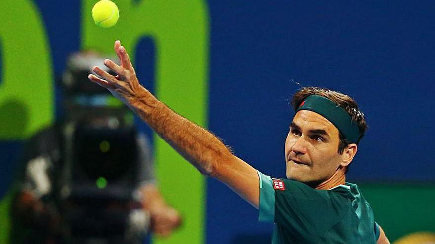 Roger Federer regresa a las pistas 405 días después