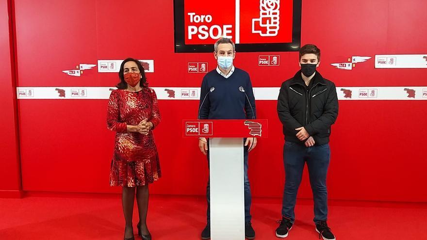 Carlos Rodríguez recaba el apoyo del alcalde y de los concejales para dirigir el PSOE de Toro