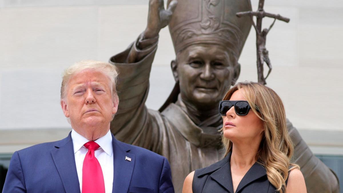 Donald y Melania Trump en un acto homenaje a las víctimas de coronavirus en Washington