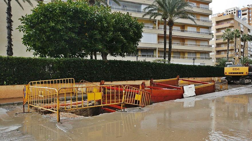 Torrevieja construye un cajón de pluviales en el punto negro del «222»