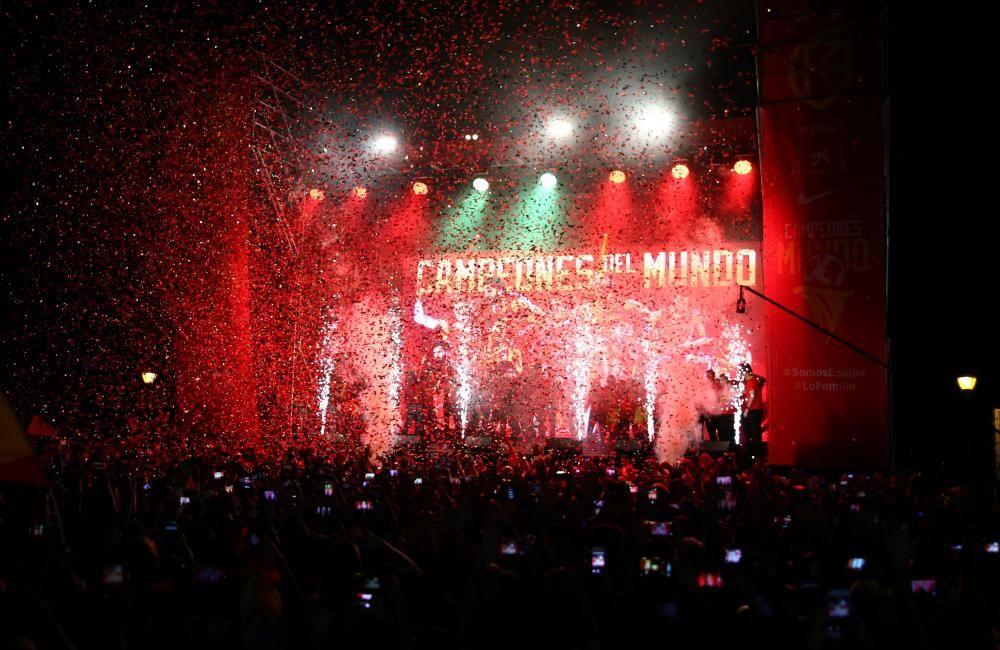 La selección celebra el título mundial en Madrid.