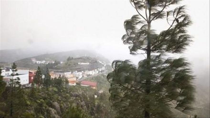 """Aemet activa el aviso amarillo en Canarias ante los fuertes vientos de """"Theta"""""""