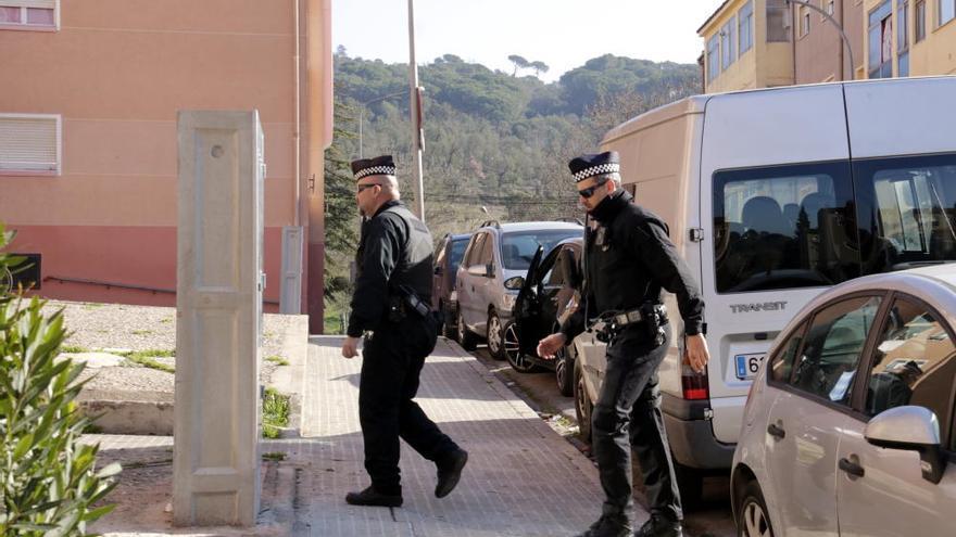 La policia engega els controls diaris contra el frau elèctric a Font de la Pólvora