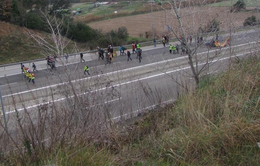 """Centenars de persones arriben a Olot amb les """"Marxes per la llibertat"""""""
