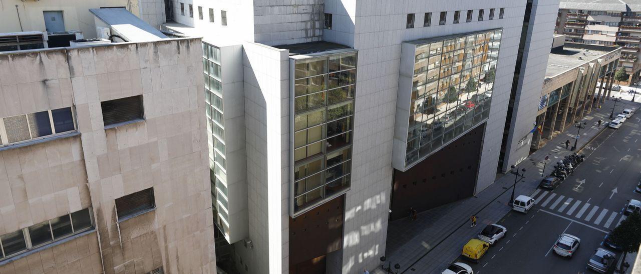 Vista exterior de los Juzgados de lo Social en Oviedo