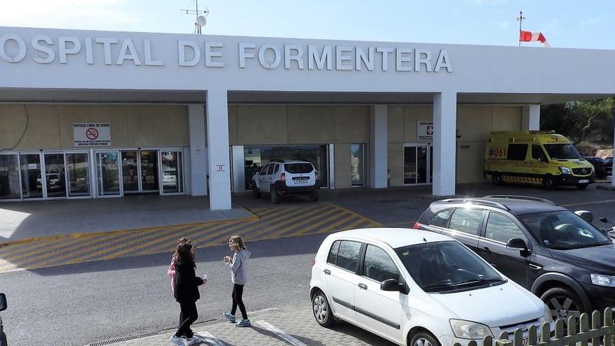 Formentera pedirá a Salud que instaure una base del 061 en el hospital insular