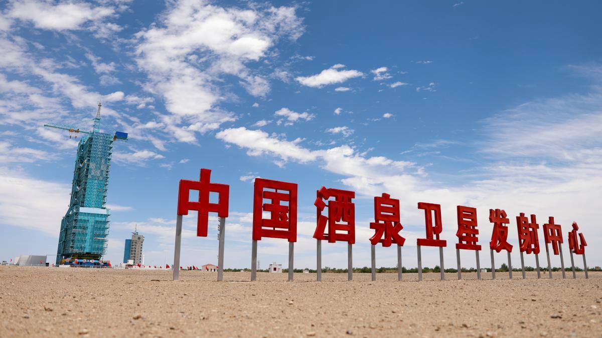 China envía en la nave Shenzhou-12, impulsada por un cohete Long March-2F Y12, a 3 astronautas a su estación espacial Tianhe