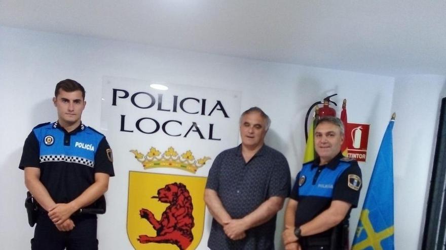 Valdés premiará a tres policías locales por su intervención para salvar la vida de un octogenario