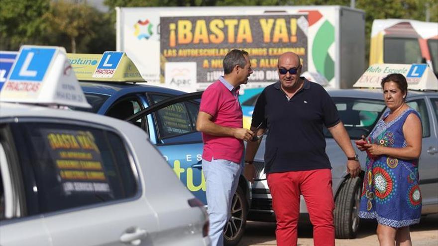 Las autoescuelas y Facua advierten de los daños de la huelga de examinadores