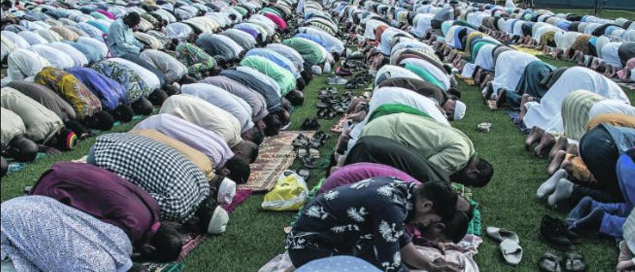 Rezos de la comunidad musulmana.