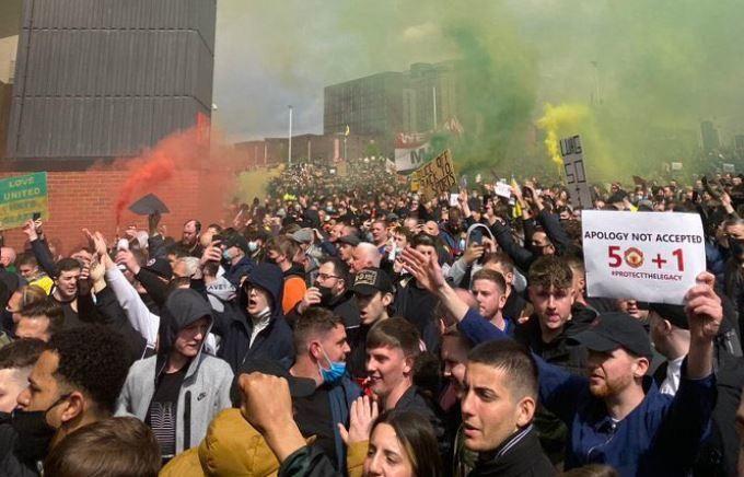 Así fue la invasión de Old Trafford antes del Manc