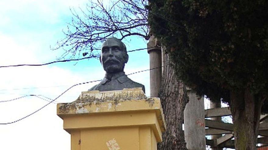 Ayuntamiento de Benavente y Ledo del Pozo estudian restaurar el busto del doctor Castro