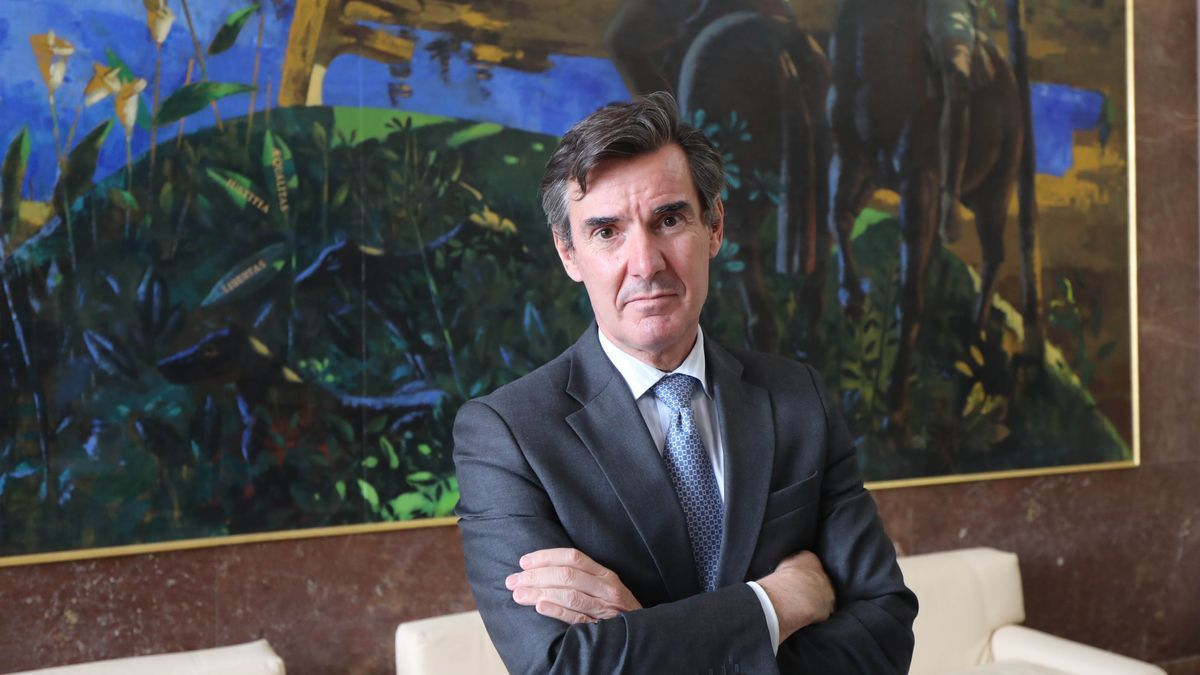 El secretario del Tesoro y Financiación Internacional, Carlos San Basilio, esta mañana en la Delegación del Gobierno en Aragón