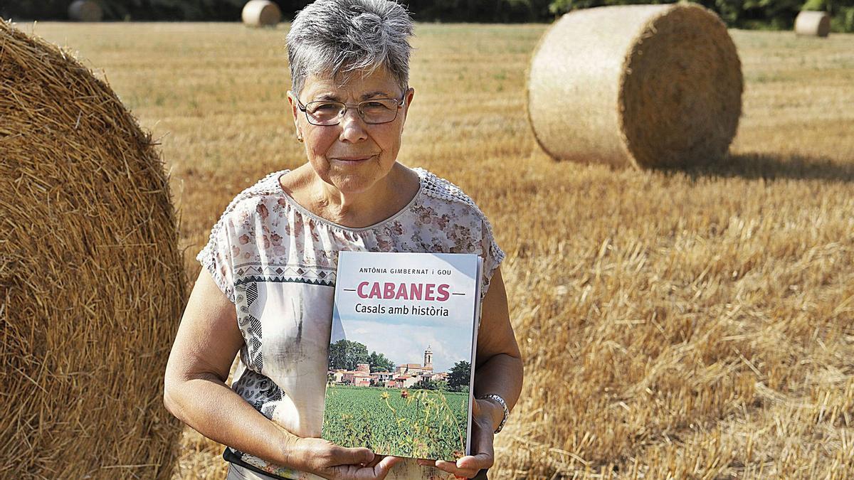 El llibre d'Antònia Gimbernat és un homenatge al poble de Cabanes i tots els seus convilatans   EDUARD MARTÍ