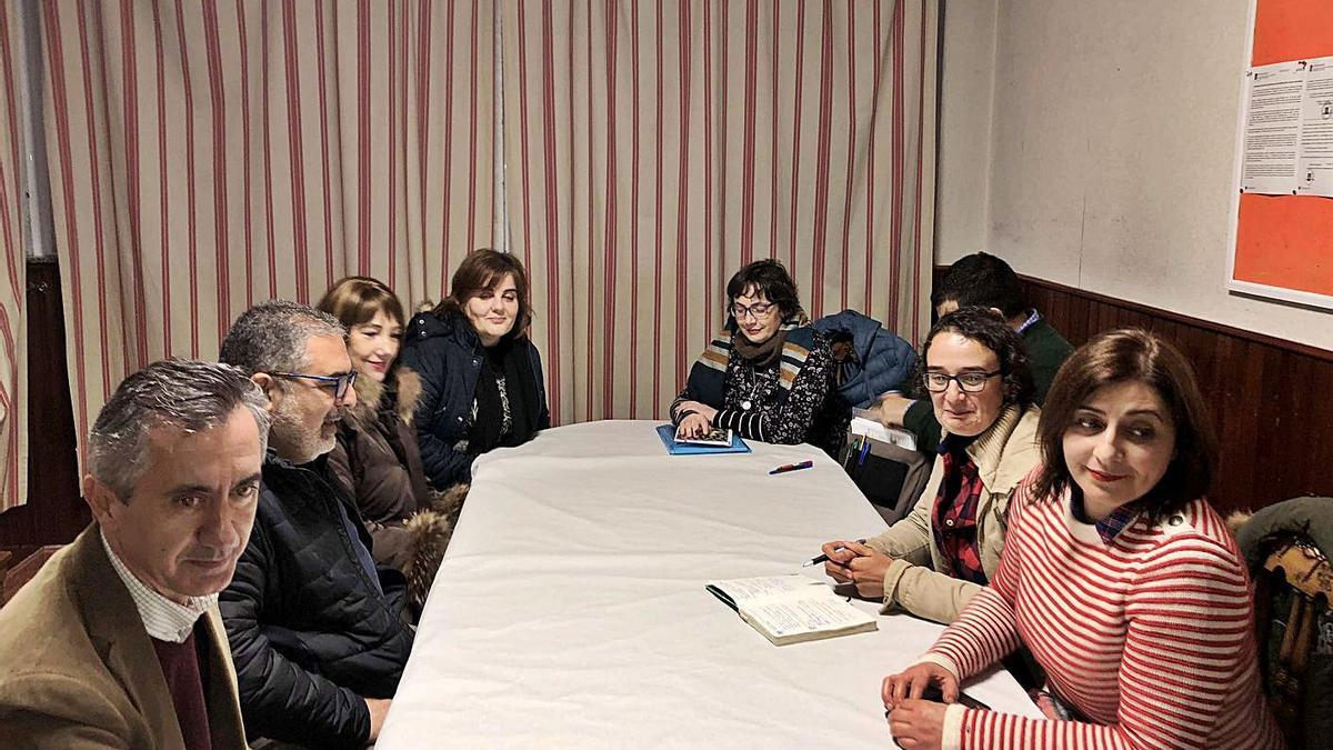 Francisco Guerrero (izqda.) en una reunión con el comité del Sagrado en 2019.  | // BERNABÉ/ANA AGRA