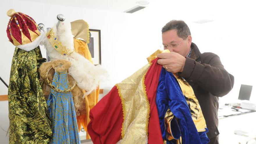 Acusan a un pedáneo de Cs de falsificar la factura de los trajes de los Reyes Magos