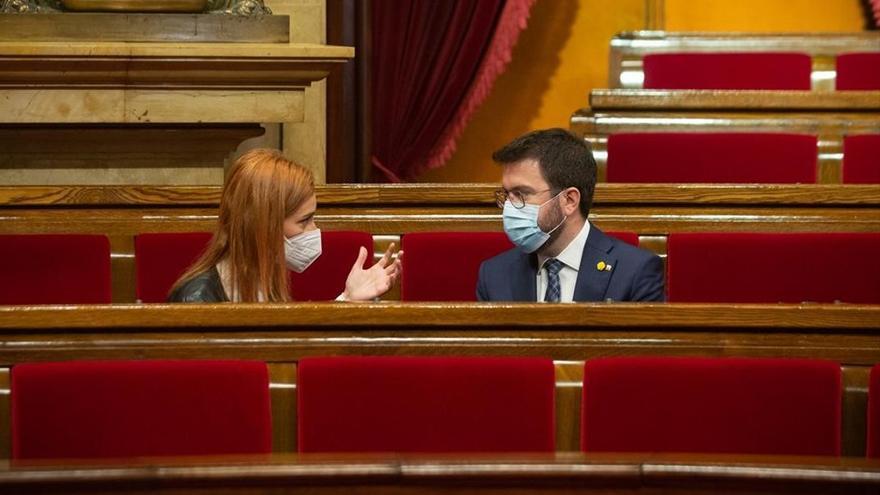 Los comuns cargan contra los bandazos de Aragonès