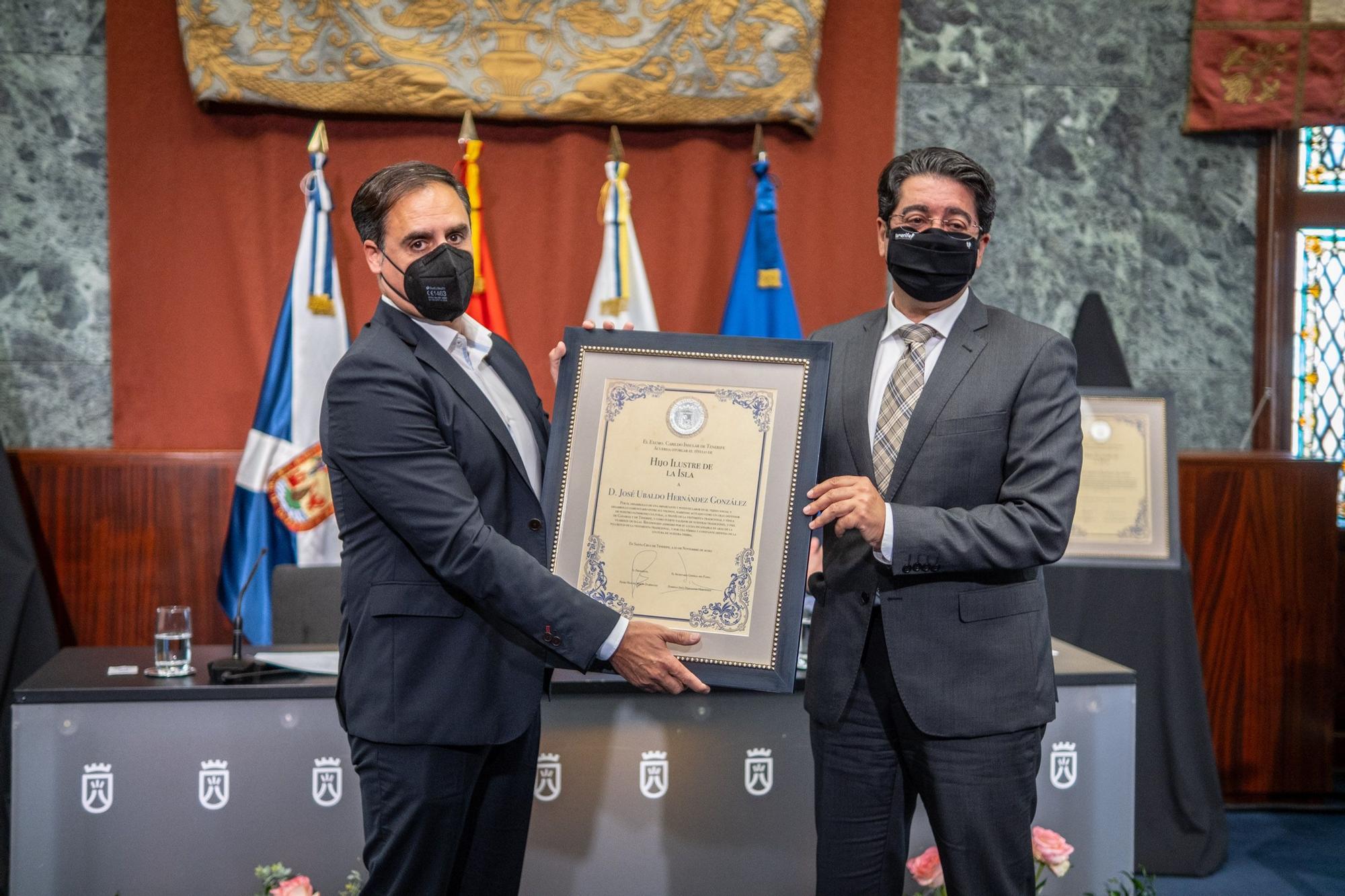 Acto de entrega del título de Hijo ilustre de la Isla a Eduardo Oramas y José Ubaldo Hernández