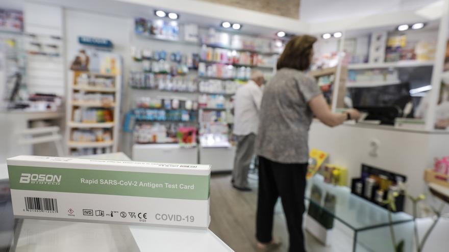 Las farmacias valencianas venden casi 116.000 test de antígenos en la segunda semana de venta sin receta