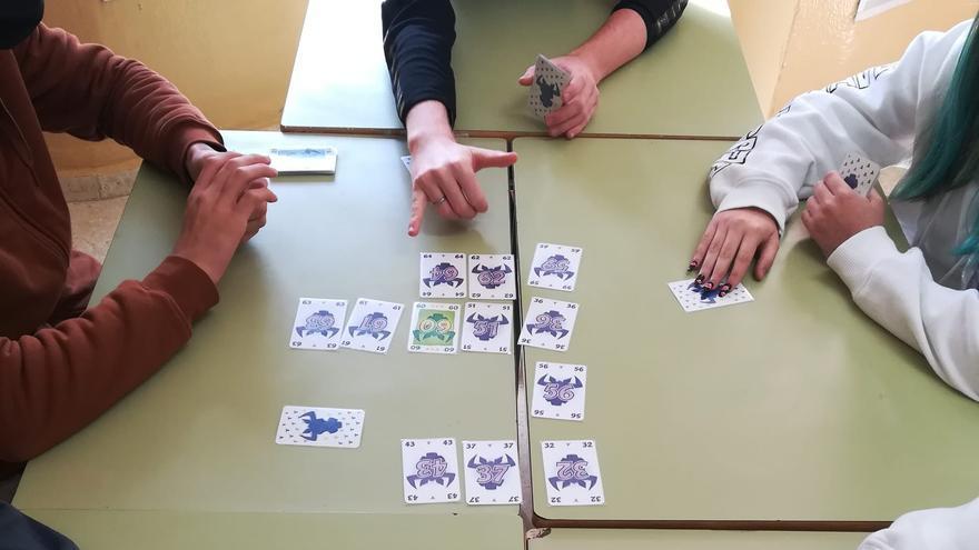 Una partida de cartas para mejorar la convivencia