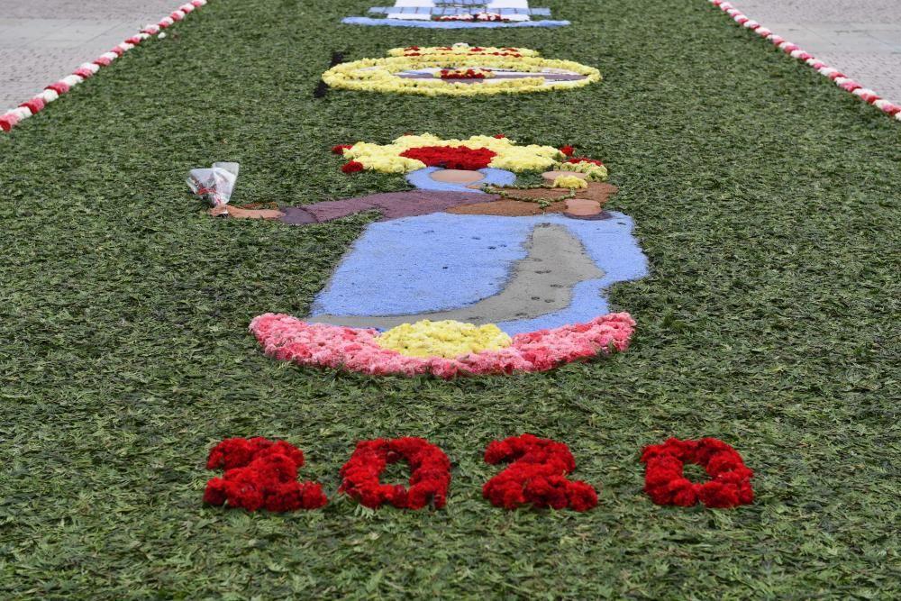 Alfombra floral en A Coruña por el Día del Rosario
