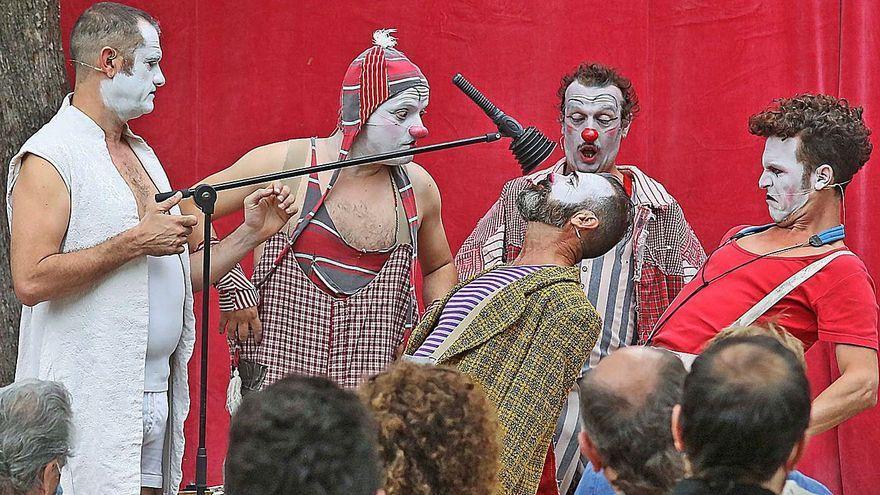 Un dels instants de l'espectacle «Gran reserva», de la companyia Rhum, a Castellbell i el Vilar