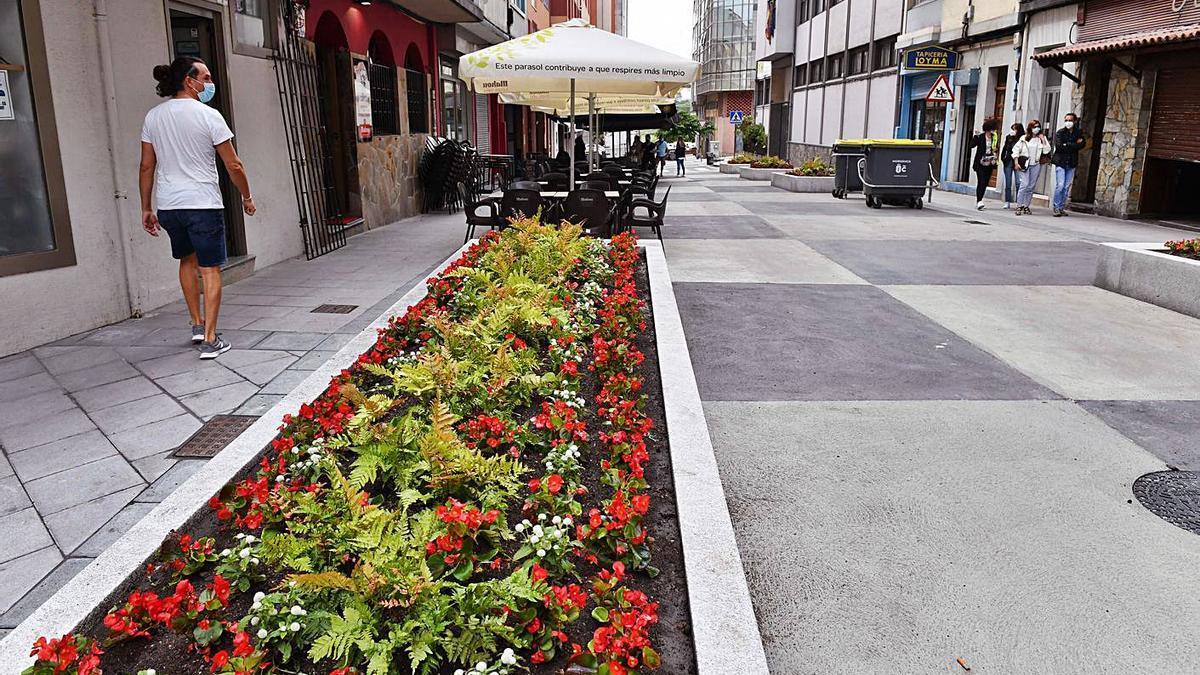 La calle Monte das Moas, tras haber sido peatonalizada.   | // VÍCTOR ECHAVE