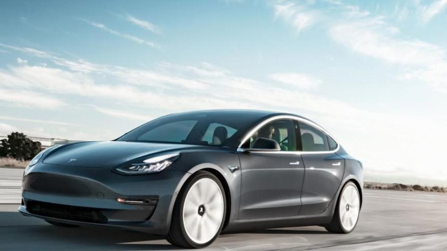 El Model 3 de Tesla ja circula per les carreteres gironines