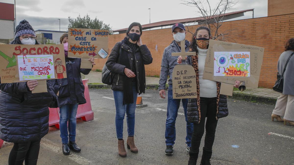 Trabajadores de Feafes en una manifestación para reclamar sus salarios.