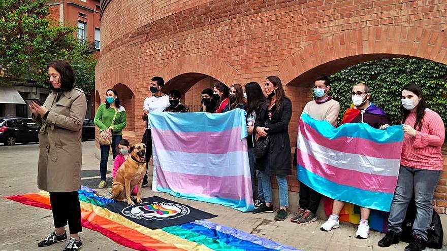 Concentració de les entitats LGTBI de Girona