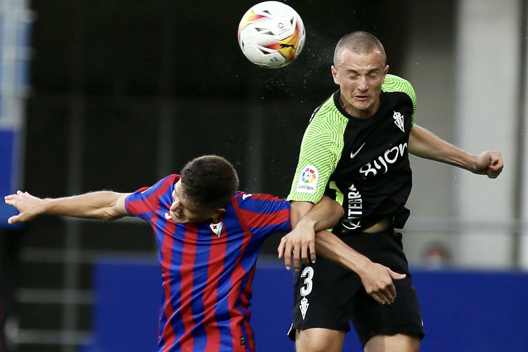 El partido entre el Eibar y el Sporting, en imágenes