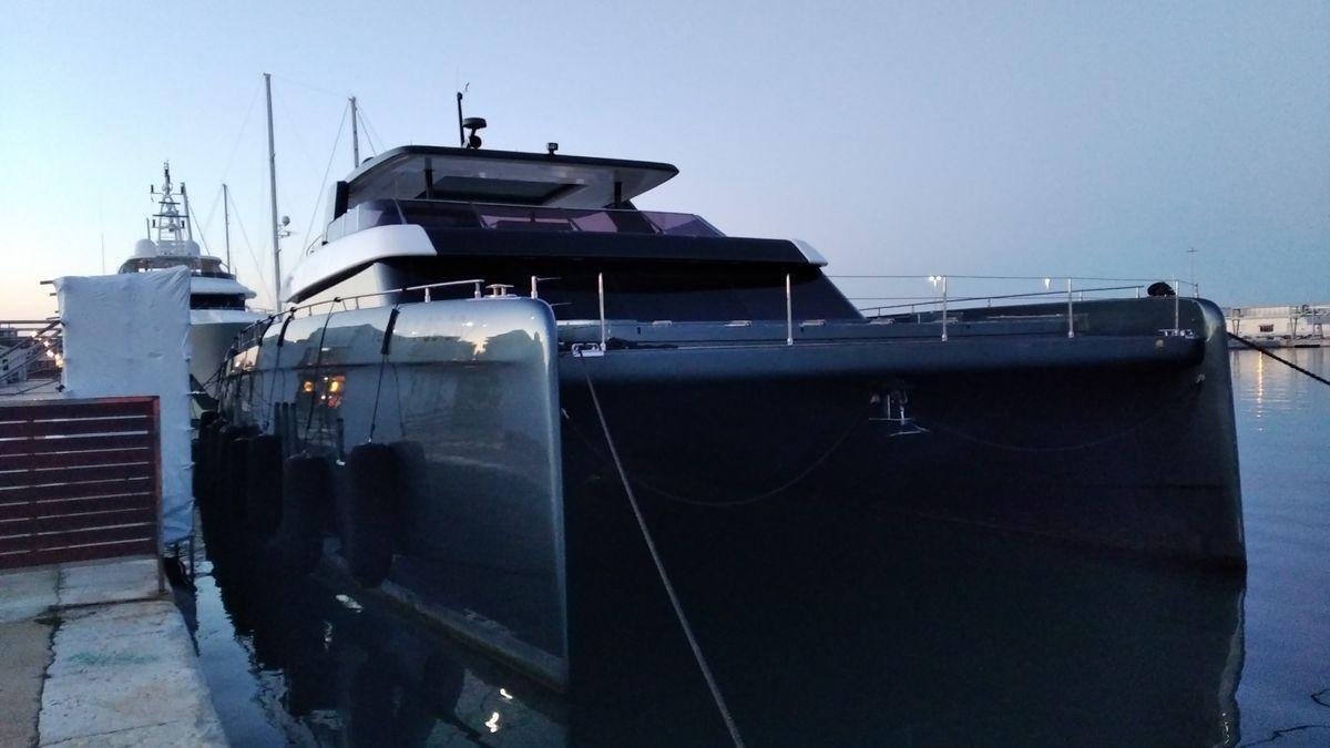 El yate de Rafa Nadal, atracado en el puerto de Dénia.