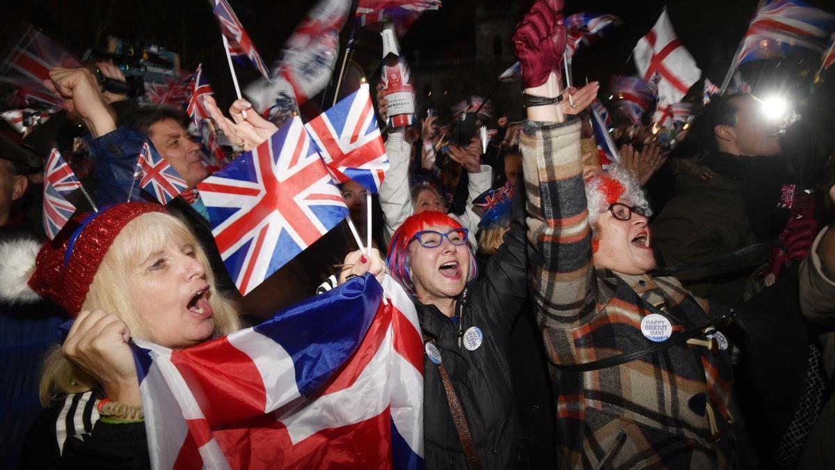 Ciudadanos ingleses celebran la salida de Reino Unido de la Unión Europea