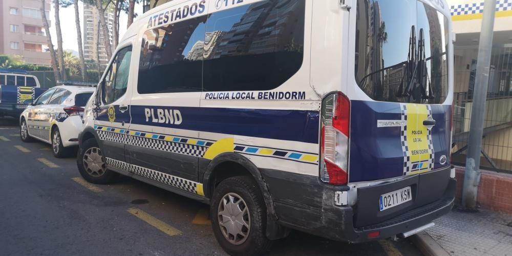 Destrozos por un autobús robado en Benidorm