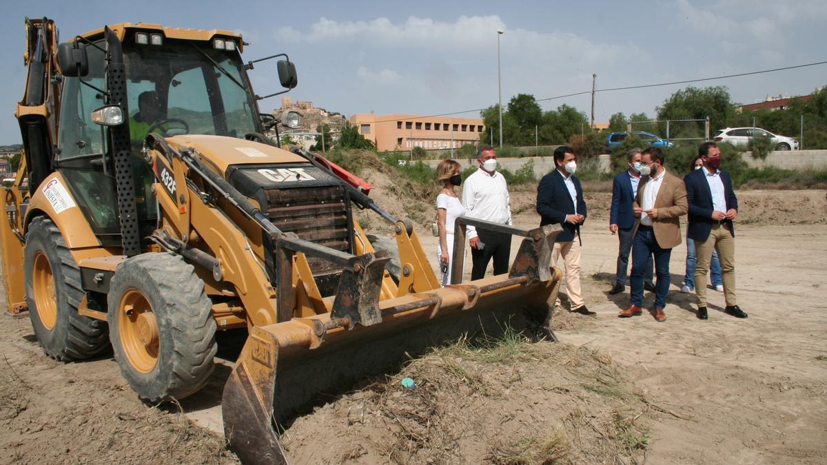 El consejero de Fomento y el alcalde (c) en el inicio de las obras.