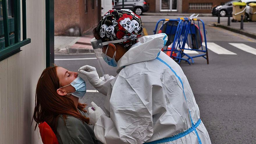 El número de infectados por coronavirus se duplica en Galicia en dos semanas y llega a 11.666