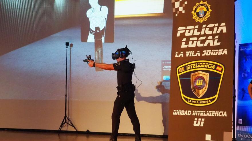 La Policía Local de La Vila emplea la realidad virtual para entrenar a sus agentes