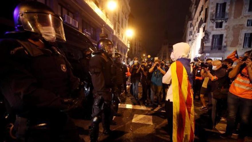El tercer aniversario del 1-O deja varios contenedores quemados en Girona