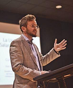 El profesor Francisco Javier Rubio, durante una conferencia.