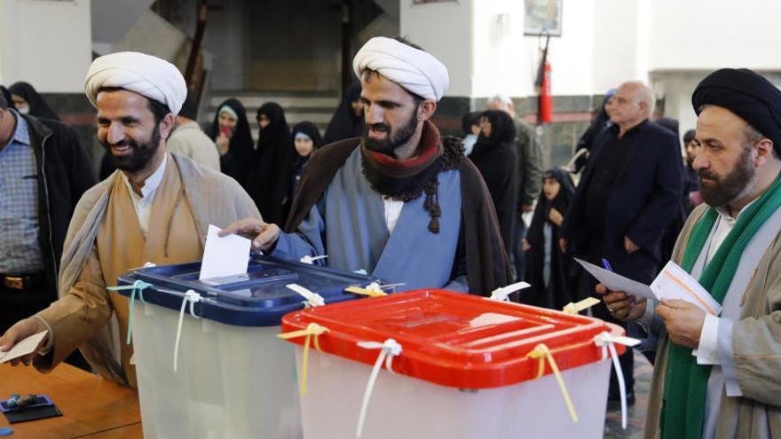 Los conservadores lideran los resultados preliminares de las elecciones en Irán