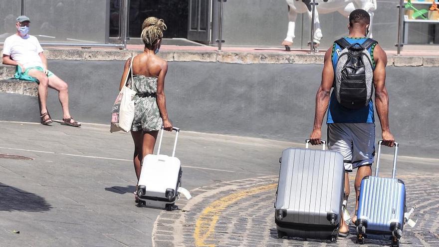 El Cabildo herreño subvenciona con 386.000 euros el transporte de viajeros