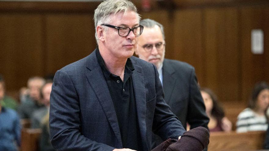 La insólita condena de un juez a Alec Baldwin para que controle su ira