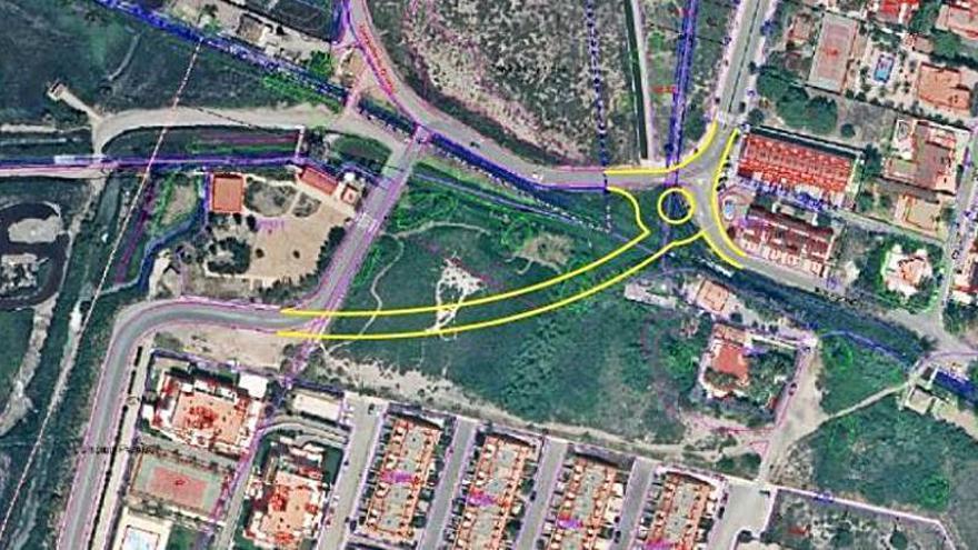 Los vecinos  de la playa Malvarrosa piden otro vial como acceso directo