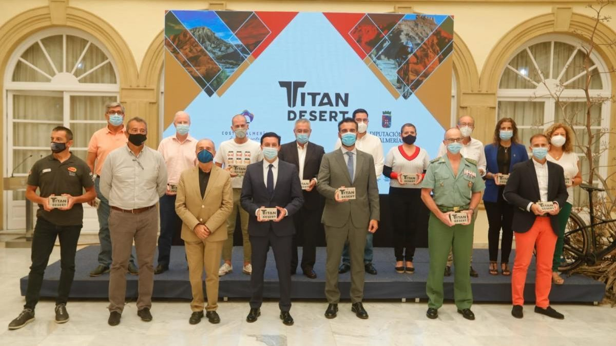 Foto oficial de la presentación de la Titan Desert en Almería. // Titan Desert