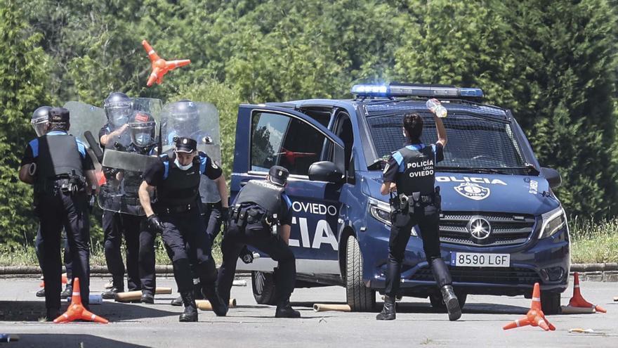 Seis agentes más, cursos y operativos con la Nacional: solución inminente de Oviedo para atajar los tumultos